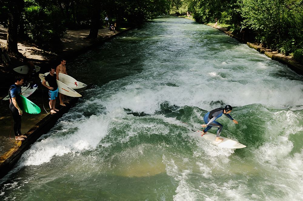 The Eisbach static wave.