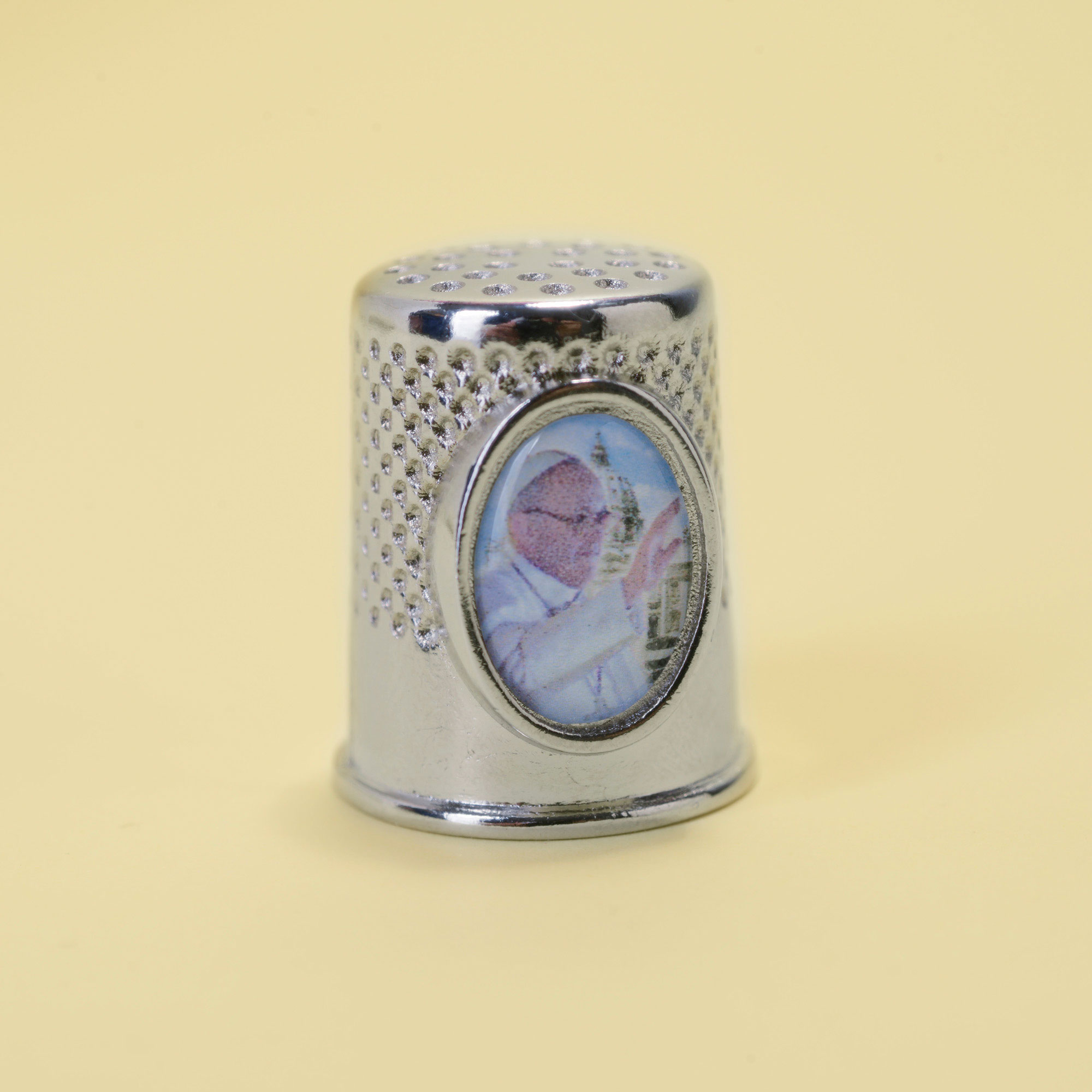 Metal thimble with the image of Pope Francis.